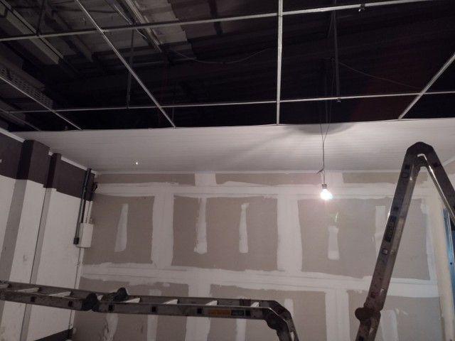 Rebaixamento e divisórias de drywall e PVC - Foto 5