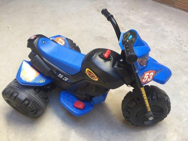 Moto elétrica XT3 Bandeirantes 6v - Azul e Preta - Foto 4