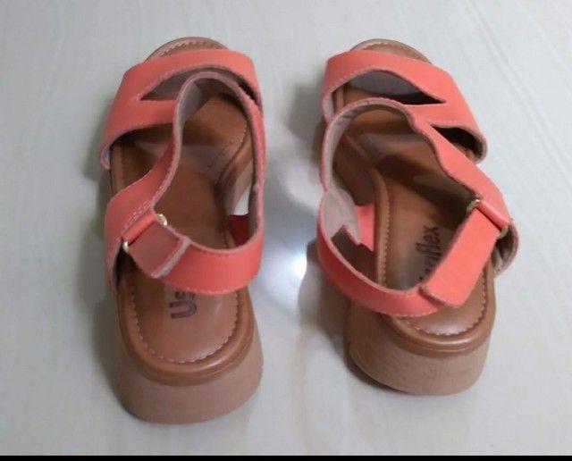 Sandália n. 35 em couro - Foto 3