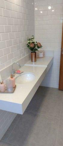 Nichos , bancadas , lavatórios , escada em mármore e granito.
