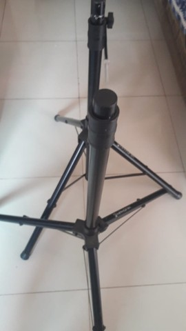 Vendo pedestais de microfone e de cx de som, e 1 bag  ou troco. - Foto 5