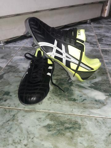 Chuteira Asics - Roupas e calçados - Vila Cascatinha 9d504937a5565