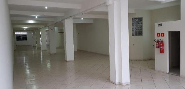 Salão comercial com 360 metros quadrados a 500 metros do metros carrão