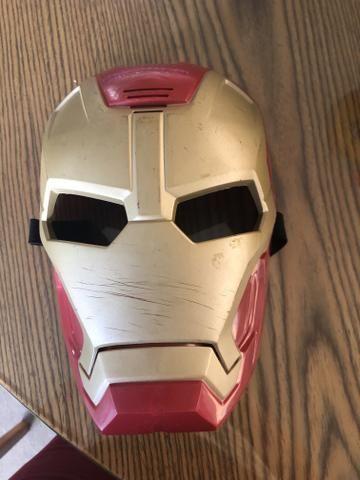 Máscara do Homem de Ferro que altera a voz