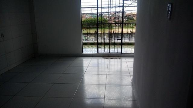 Casa Vila Canaria 1º andar Rua Principal Ótima Localização R$ 700,00 Ligue: 3215-4603 - Foto 2