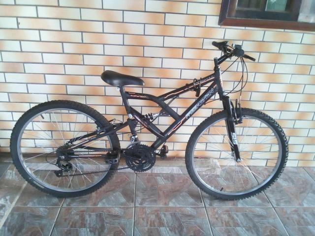 Bicicleta semi nova, com mola em excelente estado