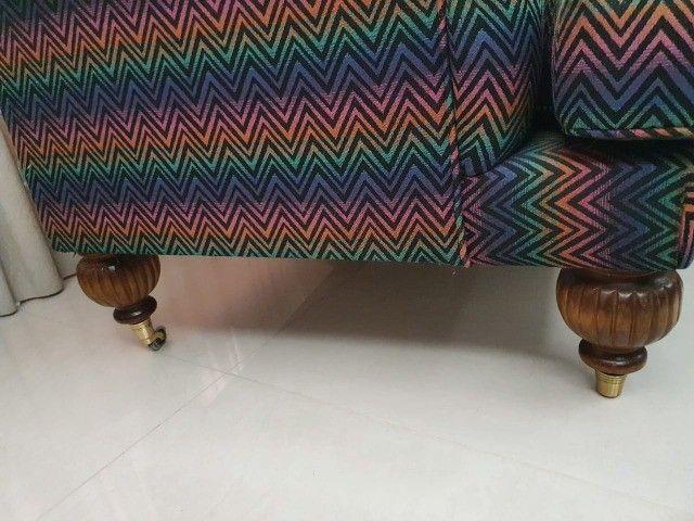 Poltrona, pés em madeira, tecido exclusivo - Foto 3