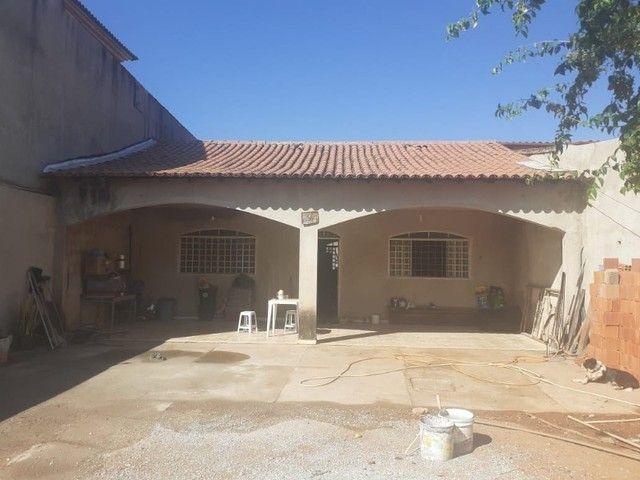 Casa em Fase de Acabamento, 2 Quartos, Dentro de Condomínio, Lote de 400m² em Vicente Pire