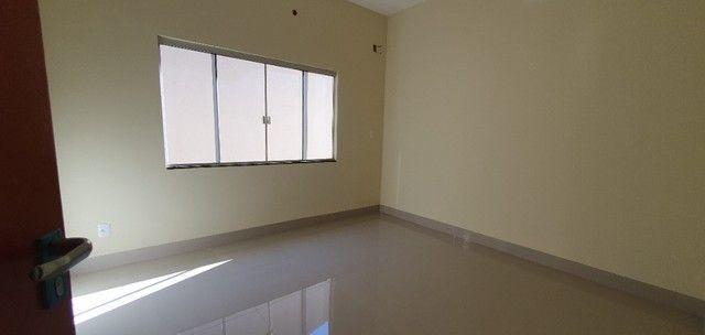 Belíssima Casa de 3 dormitórios sendo uma Suíte única no lote localização privilegiada    - Foto 13