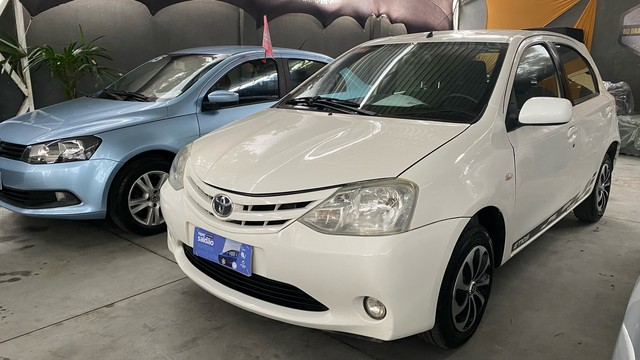 Toyota Etios 1.3 flex 2013   ( super novo )