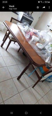 Mesa de jantar (madeira) com cadeiras