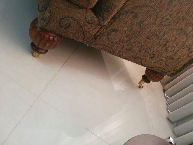Poltrona com puff em tecido - Foto 2