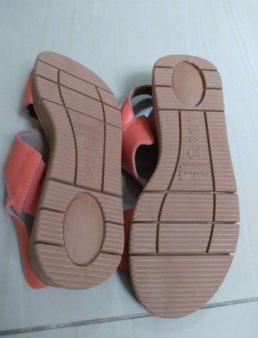 Sandália n. 35 em couro - Foto 4