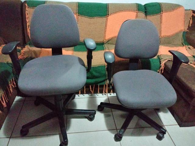 Vende-se ou troca por celular 2 cadeiras de escritório flexform