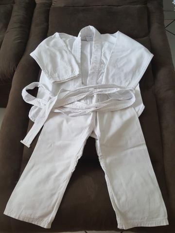 Kimono branco tamanho M0 (4 a 6 anos)