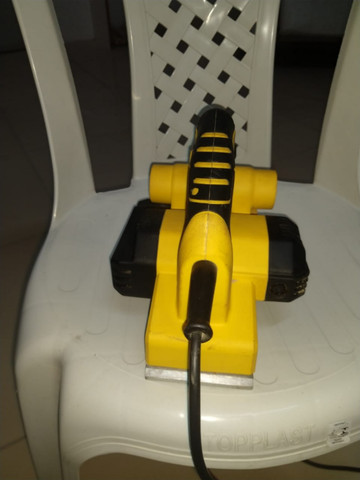 Plaina elétrica Stanley * R$: (450,00)