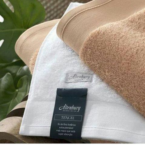 Vende-se conjunto de toalha em acompanhamento com a toalha de rosto - Foto 2