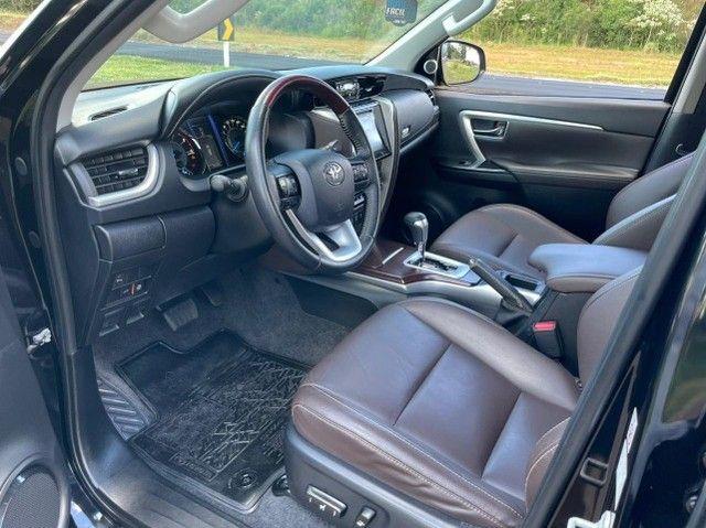Toyota Hilux SW4 SRX 2.8 4x4 - 2017 - Foto 13
