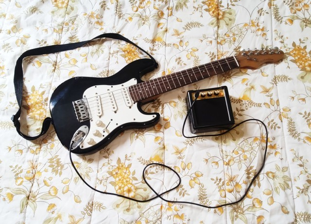 Vendo ou troco por violão elétrico