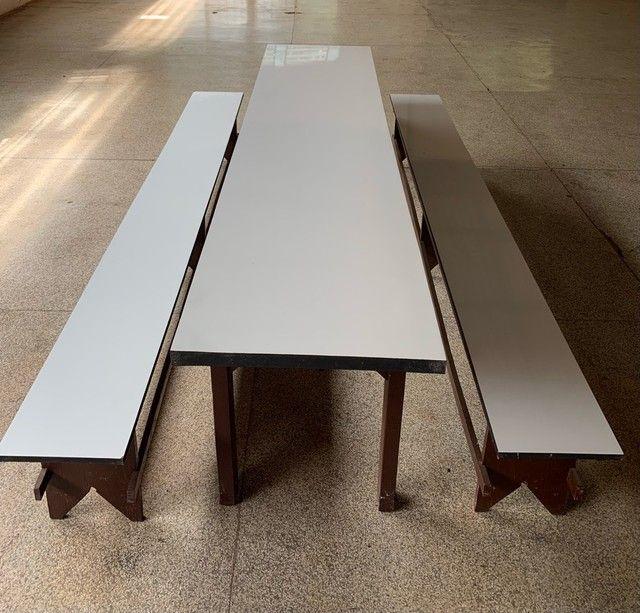 Conjunto mesa e 2 bancos