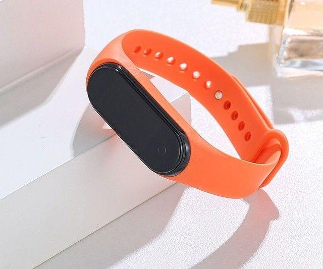 Relógio M4 digital led Esportivo A prova água Pulseira colorida feminino masculino Unissex - Foto 4