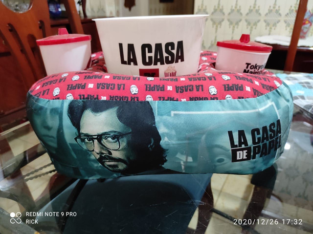 Almofada de pipoca da série La Casa de Papel - Foto 5