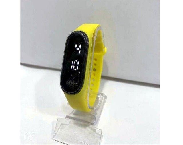 Relógio M4 digital led Esportivo A prova água Pulseira colorida feminino masculino Unissex - Foto 6