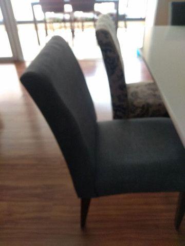 Mesa quadrada  com 8 cadeiras  novinha  - Foto 4