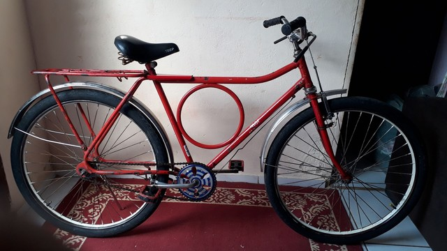 Vendo uma bicicleta Monark luvada toda em ordem só pegar é usa por