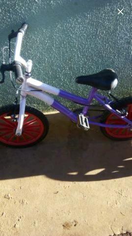 Bicicleta infantil semi nova unissex