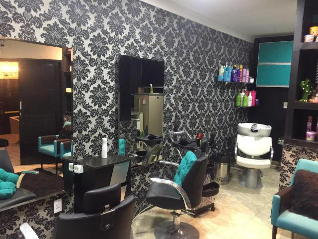 Aluga espaço para Cabelereira, manicure , podólogo e podóloga - Foto 2