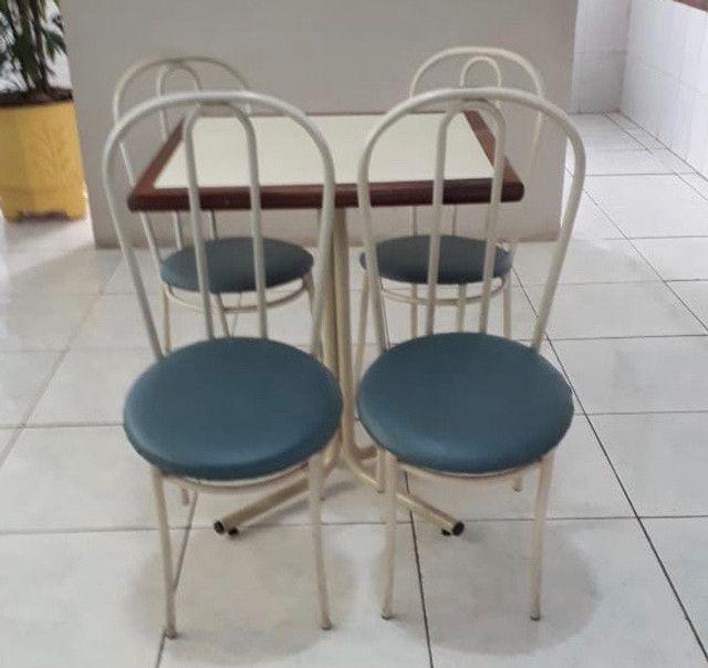 Conjunto mesa com 4 cadeiras para buffet/lanchonete/restaurante/bar - Foto 2