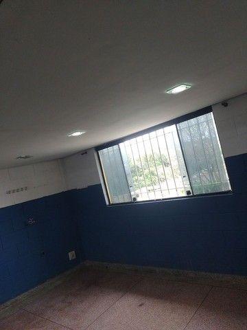 Aluga se salão de 150 metros quadrados com  três banheiros  por 3.000 abaixei  - Foto 13