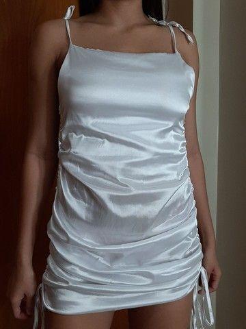 vestido de cetim branco