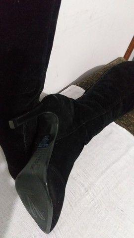Bota preta no joelho 37 - Foto 5