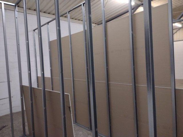 Rebaixamento e divisórias de drywall e PVC