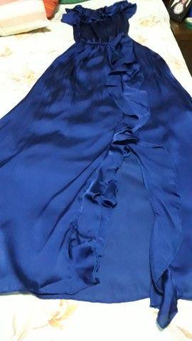Vestido azul marinho em musseline