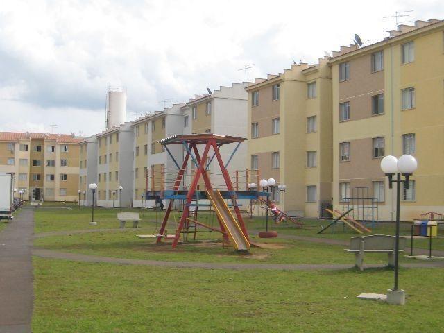 Vendo lindo apartamento térreo, 2 quartos, wc, área de serviço no Bairro Sítio Cercado.