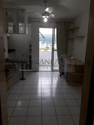 Apartamento, Serrinha, 1 dormitório, sala com sofá cama e rack, cozinha com armários, área - Foto 8