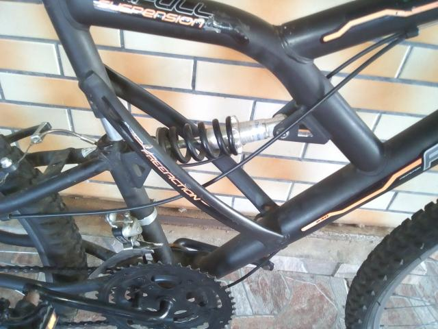 Bicicleta semi nova, com mola em excelente estado - Foto 5