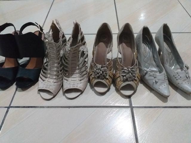 4 pares de sapato 39