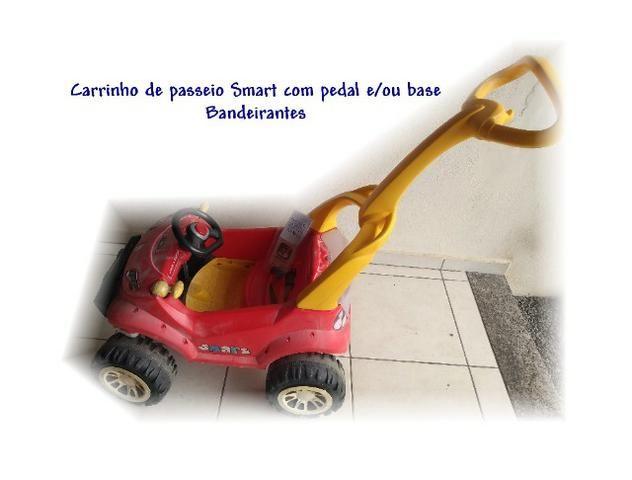 Carrinho passeio Smart com pedal/base - Bandeirantes