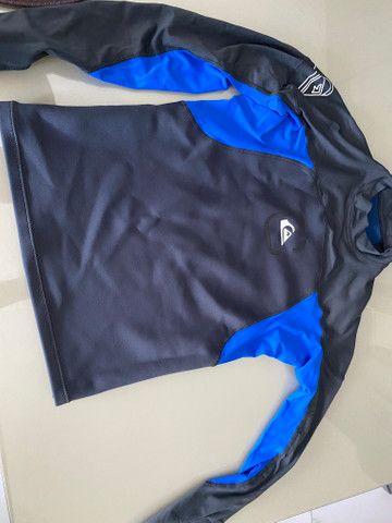 Bermuda e camisa mormaii, camisa quiksilver - Foto 4