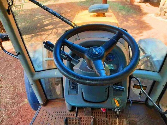 Trator Valtra modelo BM 125i Turbo Intercooler. Potência Max de 125cv. <br>- 2013 - Foto 2