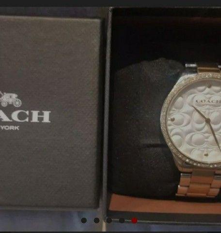Vendo relógio COACH original tem 2 anos de garantia, e um petit coração rosa Pandora