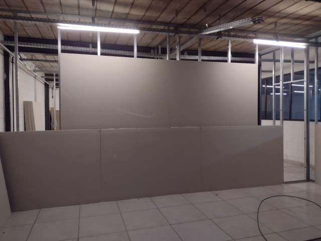 Rebaixamento e divisórias de drywall e PVC - Foto 4