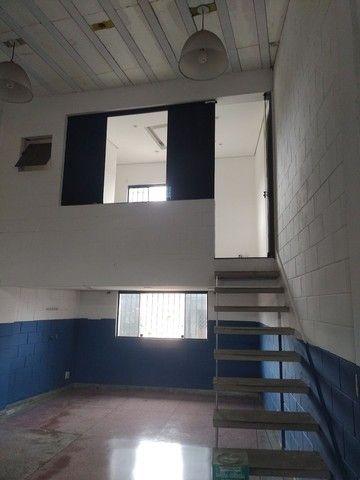 Aluga se salão de 150 metros quadrados com  três banheiros  por 3.000 abaixei  - Foto 7