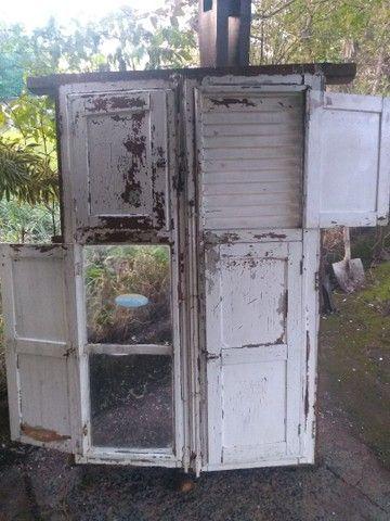 Janela antiga com vidros