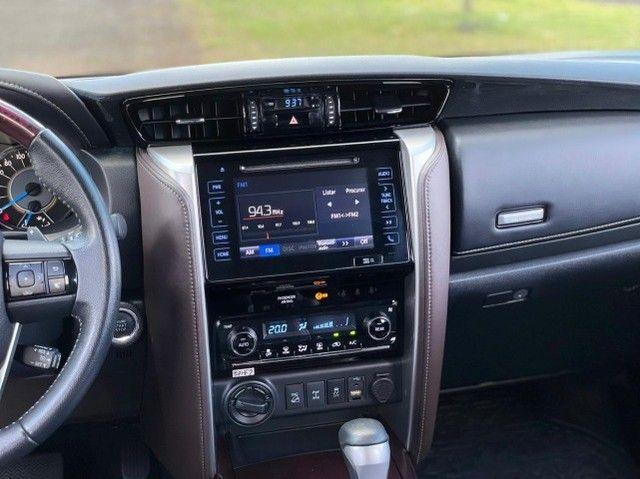 Toyota Hilux SW4 SRX 2.8 4x4 - 2017 - Foto 18