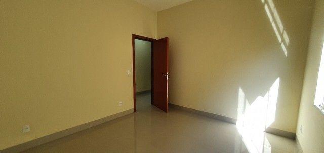 Belíssima Casa de 3 dormitórios sendo uma Suíte única no lote localização privilegiada    - Foto 14